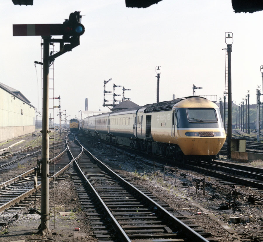 HST at Leicester station with old semaphore signals